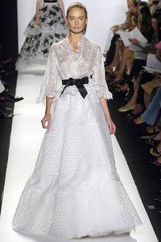 See the complete Oscar de la Renta Spring 2006 Ready-to-Wear collection.
