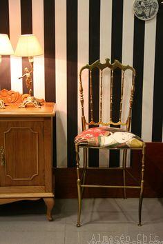 Antigua silla de latón estilo chiavari · Chiavari style brass chair