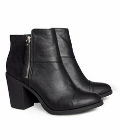 H and M now has an online store. These vegan ankle boots seem pretty perf.