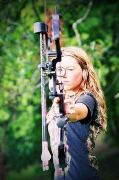 bow arrow archery girls 600 84 Pull and release with some archery girls Photos) Archery Poses, Archery Girl, Archery Hunting, Women's Archery, Deer Hunting, Bow Hunting Women, Hunting Girls, Archery Photography, Photography Ideas