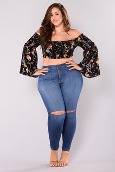 Plus-Size full figure fashion curvy women fashion, erica lauren, plus size. Curvy Girl Outfits, Curvy Women Fashion, Plus Size Outfits, Plus Size Fashion, Womens Fashion, Glamour Moda, Erica Lauren, Plus Sise, Bell Sleeve Crop Top