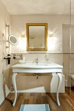 Stilvolles Badezimmer im Parkhotel Graz Sink, Home Decor, Graz, Bathroom, Homemade Home Decor, Vessel Sink, Sink Tops, Sinks, Decoration Home
