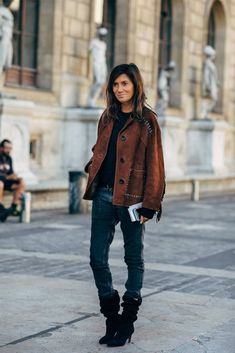 If the streets of Paris have a reputation for regularly supplying the chicest kind of outfit inspiration, during Fashion Week in the City of Light, you can Spring Street Style, Street Style Looks, Emmanuelle Alt Style, Vogue Paris, Paris Mode, Parisian Style, Alter, Her Style, Fall Outfits