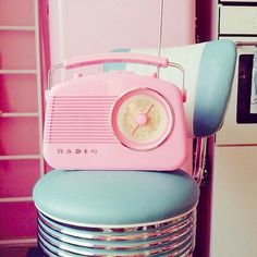 ѕαмαηтнα ѕєяєηα ✮& So Retro ✌🏻️vintage images from the web 1960s Aesthetic, Diner Aesthetic, Aesthetic Vintage, Vintage Diner, Mode Vintage, 50s Diner, Cafeteria Retro, Pink Radio, Photo Wall Collage