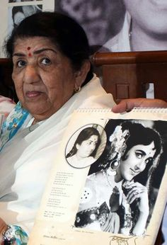 Indian Bollywood playback singer Lata Mangeshkar poses during the launch of the 'Humsafar' 2013 calendar in Mumbai on December 27, 2012.
