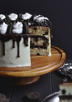 Y'ALL. The Oreo obsession is real. It's been a long time coming with this cake. I had the idea for it awhile ago and finally took the time this past weekend to make it happen. I envisio…