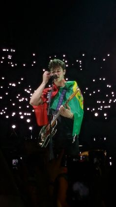 Tour started- at Portugal I love it how he puts the flag around him:)