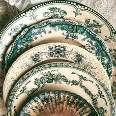 china plates vintage - china plates _ china plates on wall _ china plates wedding _ china plates vintage _ china plates modern _ china plates crafts Vintage Plates, Vintage Dishes, Vintage China, Vintage Love, Antique Plates, Antique China, China Patterns, Kitchen Items, Shabby Chic