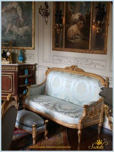 This couch is my crush ❤️✨ French Furniture, Classic Furniture, Furniture Decor, Sofas, French Rococo, Interior Architecture, Interior Design, Home Salon, French Interior