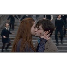 Harry Potter --TL-- ❤ liked on Polyvore featuring harry potter, pictures, bonnie wright, daniel radcliffe and couple