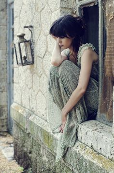 Pretty portrait inspiration of a girl sitting on a windowsill. Story Inspiration, Writing Inspiration, Character Inspiration, Portrait Inspiration, Daily Inspiration, Portraits, Poses, Female Characters, Beautiful Images