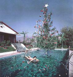 Image Via: Luella & June. Poolside Summer Christmas
