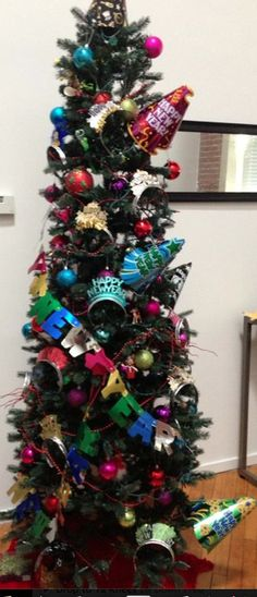 Turn a Christmas tree into a new year's tree