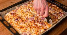 Mennyei Kenyérlángos (langalló) recept! Töki pompos, langalló, kenyérlángos, ki hogy nevezi, mindegy is! Mennyei nyári recept! Ha valakinek van kerti kemencéje, na abban lesz csak igazán finom! Kötelező darab! ;) Gourmet Recipes, My Recipes, Cooking Recipes, Cheesy Chicken Enchiladas, Taco Pizza, Recipe Filing, Salty Snacks, Hungarian Recipes, Hungarian Food