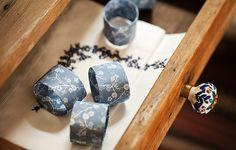 Bom e barato: cilindros de papel encapados com tecido podem virar anéis de guardanapo | Elisa Correa/Editora Globo