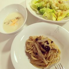 Dinner tonight home! :D Anchovy olive pasta, potato soup and fresh green salad!   #home #homemade #pasta #salad #potato #soup #anchovy #olive #green #instafood #spaghetti #yummy #アンチョビ #パスタ #サラダ #ホームメイド #スープ #ポテト #ソウル #韓国 #美味しい #먹스타그램 #파스타 #샐러드 #스프 #감자 #집 #맛있어 #家