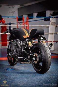RocketGarage Cafe Racer: Stealth Yamaha XJR 1300