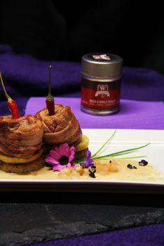 Partyfilet mit Chili und Apfel auf Cranberry-Serviettenknödel an Calvadossauce