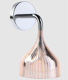 E væg lampe fra Kartell designet af Ferruccio Laviani for Kartell