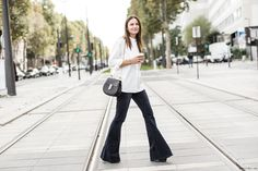 Jeans, like everything else, don't always have to be skinny. Our favorite alternative?Flare jeans. Originating from the disco era, they have that classic 70's charm yet seemingly refreshing look, making thema great style statement for those who want to step out of the norm. Fromfashion elites such as Karlie Kloss and Victoria Beckham to street …