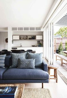 Architect Philip Corben and interior stylist Lucy Purchas Corben created the perfect holiday house, named Ayindi, in Byron Bay. Beach Cottage Style, Beach Cottage Decor, Cottage Ideas, Coastal Style, Living Room Furniture, Living Room Decor, House Furniture, Living Area, Small Living