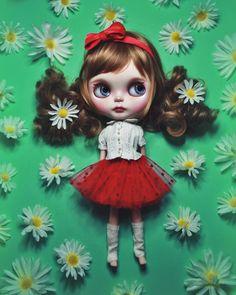 Fan Fan  SOLD // link in profile // #ブライス #カスタムブライス #ネオブライス #カワイイ #gbaby #gbabydolls #customblythe #blythe #doll #blythedoll #blythecustom #art #barbie #monsterhigh #pullip #bjd #kawaii #art #bjd #balljointeddoll #makeup #mua #fashion
