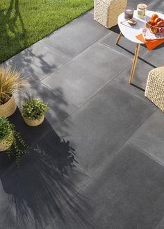 Rekonstruierte Steinterrasse mit ELIA VM Solextrieur d Terrace Design, Garden Design, Back Gardens, Outdoor Gardens, Hanging Canvas, Rooms Home Decor, Pergola, Porches, Earthy