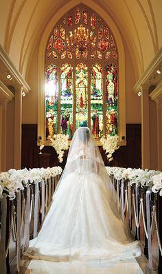 this is just is beautiful I want a picture similar to this one done on my wedding day.