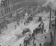 WEATHER: 1913, Denver, Wagon teams tackle snow removal. The biggest blizzard known hit Denver  in the first days of December, 1913. The snowstorm of historic proportions swooped over Colorado and other western states, leaving a devastating crust of heavy snow 45.7 inches deep in the city.