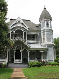 Regarded as one of the highest executions of American Queen Anne Style architecture, the home is considered one of the most grand Victorian homes in America. Style At Home, Victorian Style Homes, Victorian Decor, Victorian Era, Victorian Architecture, House Architecture, Historic Homes, Queen Anne, My Dream Home