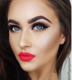 Red lip, blue eyes, make up