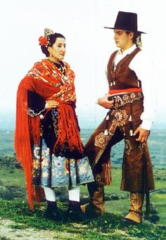 A Spanish couple in regional costume, Castuera, Badajoz,. Folk Costume, Costume Dress, Spanish Costume, Costumes Around The World, Art Populaire, New Chic, People Of The World, Ethnic Fashion, Historical Clothing