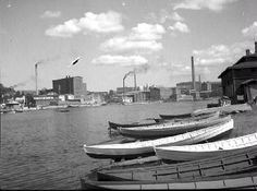 Tampere, Ratinan suvanto ja alasatama. 1930-luku. Tampereen museot. Ancient History, Old Photos, Finland, Blessed, Boat, Black And White, Historia, Museum, Old Pictures