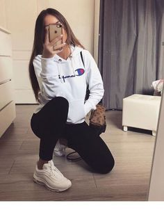 Cozy sport outfit, perfect for a walk | Inspiring Ladies - #Cozy #Inspiring #Ladies #Outfit #perfect #Sport #Walk