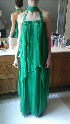 Marlene Birgerin vihreä juhlamekko. Kreikkalaistyylinen, 100% silkkiä. Kerroksia/laskoksellisuutta, ilmavuutta. Pesu ainoastaan kuivapesuna/pesula. Hankittu ulkomailta.