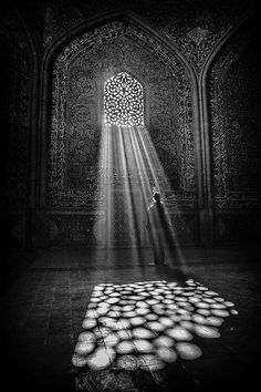 Black & White Photography Inspiration Picture Description Light beams on a cathedral floor. Black White Photos, Black And White Photography, Light And Shadow Photography, B&w Tumblr, Street Photography, Art Photography, Chiaroscuro Photography, Pattern Photography, Inspiring Photography