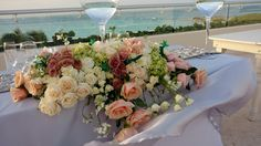 Especial arrangements table by #LoveMemories #Flowers