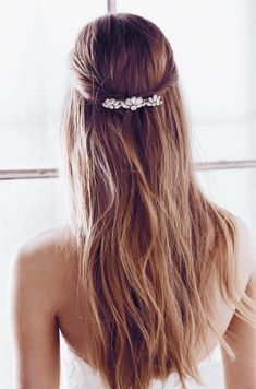 Gallery: 90 bridal hairstyles for open and half-open hair - wedding planning . - bride, wedding dresses, bridal shoes, bridal hair, bridal makeup - Gallery: 90 bridal hairstyles for open and half-open hair – planning a wedding … - Bridal Hair Vine, Hair Comb Wedding, Wedding Hair Pieces, Open Hairstyles, Bride Hairstyles, Anna Campbell, Wedding Hair Accessories, Prom Hair, Flowers In Hair