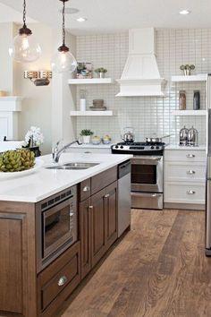 Kitchen Island With Sink, New Kitchen, Kitchen Decor, Shaker Kitchen, Kitchen Ideas, Kitchen Inspiration, Island Stove, Beige Kitchen, Kitchen Peninsula