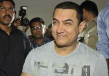 Aamir Khan celebrates his 50th birthday with the media