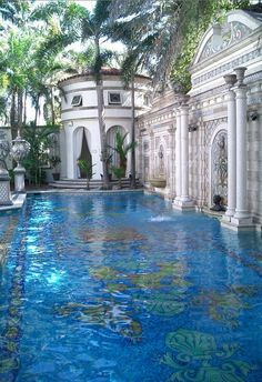 Now this I could get used to - the pool at Casa Casuarina in South Beach. Beautiful Pools, Beautiful Places, Casa Casuarina, Dream Pools, Cool Pools, Awesome Pools, Bungalows, Pool Designs, Architecture