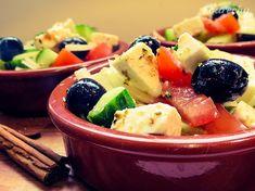 Grécky šalát so syrom feta (videorecept) - recept Fruit Salad, Feta, Acai Bowl, Treats, Breakfast, Acai Berry Bowl, Sweet Like Candy, Morning Coffee, Fruit Salads