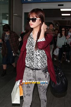 http://okpopgirls.rebzombie.com/wp-content/uploads/2013/03/SNSD-Seohyun-airport-fashion-March-11-05.jpg