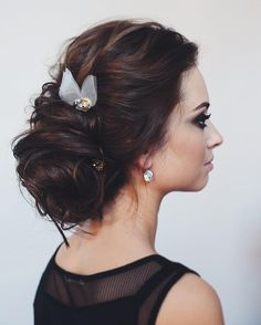 Are you pinning left and right trying to find theidealupdo for your wedding day? Well search no more! We stumbled upon hairstylist extraordinaire @tonyastylist over on Instagram and fell in love with her gorgeous soft yet elegant updos. Each one is truly unique and quite frankly a piece of art. Her stylesareintricate and have such …
