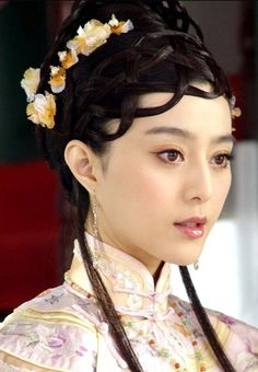 Various Styles of Traditional Elegant Chinese Hairstyles : Trends ...