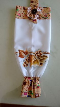 Compre PUXA-SACOS no Elo7 por R$ 22,00 | Encontre mais produtos de Puxa Saco e Casa parcelando em até 12 vezes | Puxa saco branco em tecido oxford, pintado a mão livre.    Frete por conta do cliente., 9F9098 Diy Home Crafts, Sewing Crafts, Sewing Projects, Sewing To Sell, Towel Crafts, Fabric Gift Bags, Cross Stitch Bookmarks, Different Tones, Website Design Company