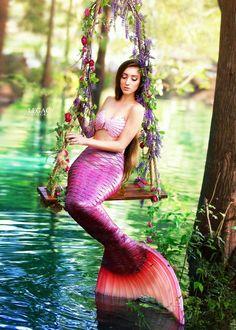 Fantasy Mermaids, Real Mermaids, Mermaids And Mermen, Mermaid Photo Shoot, Mermaid Pose, Mermaid Mermaid, Tattoo Mermaid, Vintage Mermaid, Diy Mermaid Tail
