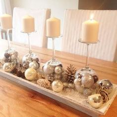 Christmas Advent Wreath, Silver Christmas Decorations, Christmas Table Centerpieces, Christmas Candles, Gold Christmas, Christmas Balls, All Things Christmas, Christmas Home, Christmas Crafts