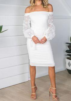 Mi-longue robe crayon col bateau épaule dénudée manches longues slim mode blanche