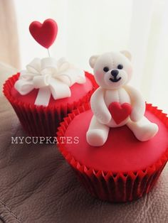 MyCupKates - Bear and Balloon Valentine's Day Cupcake